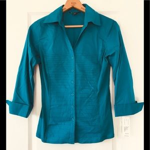 NWT! Zac & Rachel fitted, soft side blouse